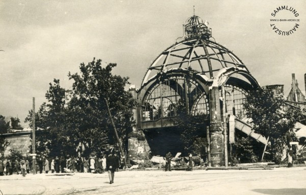Nollendorfplatz U-Bahn station in 1945.